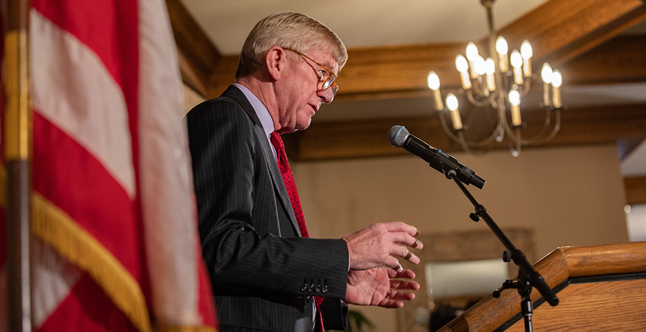 Bill Weld: Trump is a 'raging racist,' GOP will be known as 'party of racism'